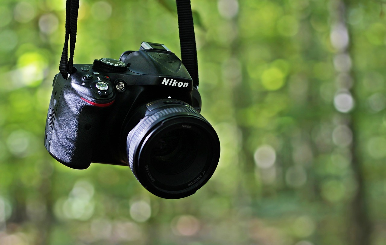 slr-camera-3739242_1280